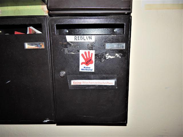 Adesivo contra propaganda na caixa de correio na Alemanha