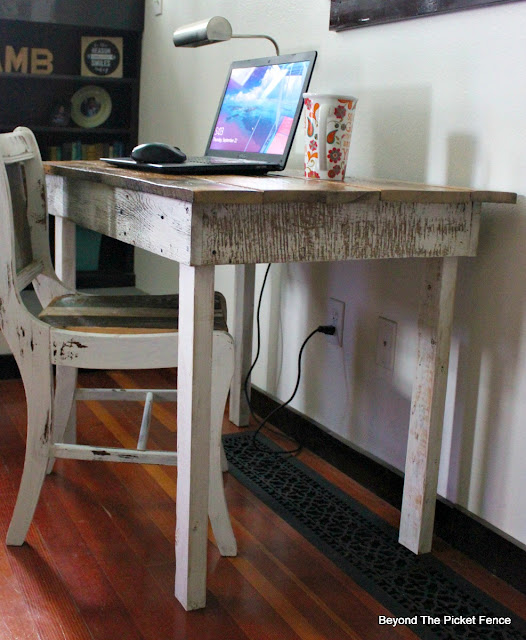 farmhouse desk, rustic table, barnwood, build it, reclaimed wood, https://goo.gl/40jXdX