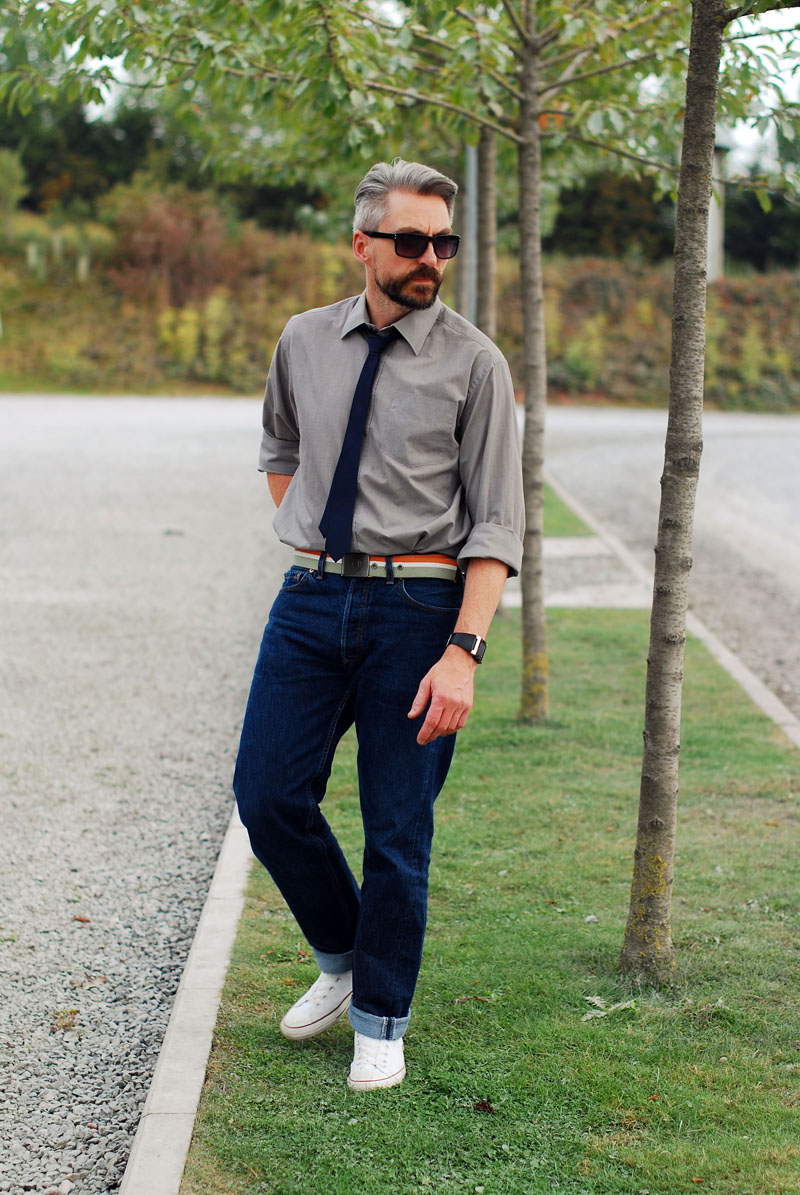 Over 40 menswear: Casual shirt and tie with jeans and Converse