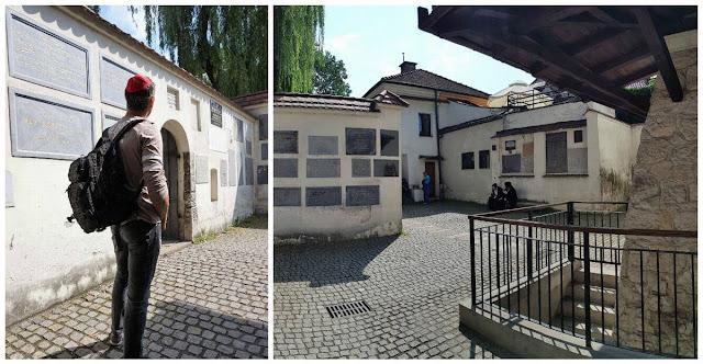 patio de La sinagoga  Remuh