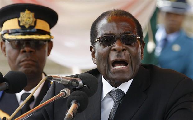 Mugabe resistiu a demitir-se como presidente por mais de uma década, usando resultados de eleições questionáveis e força bruta para permanecer no poder.