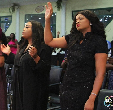 omotola jalade worship God