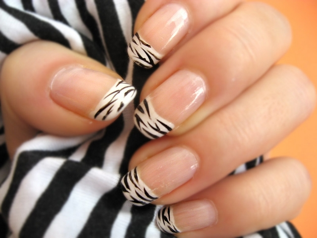 Nails Art Designs Photos: Acrylic Nail Zebra Designs