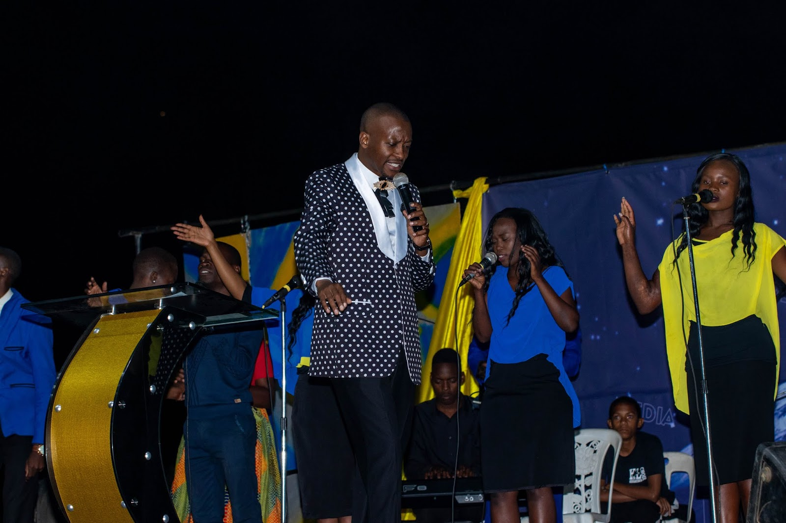 Apostle Pride Sibiya Introduces Apostle Alexander Chisango At Tiyambuke 2018 Day One