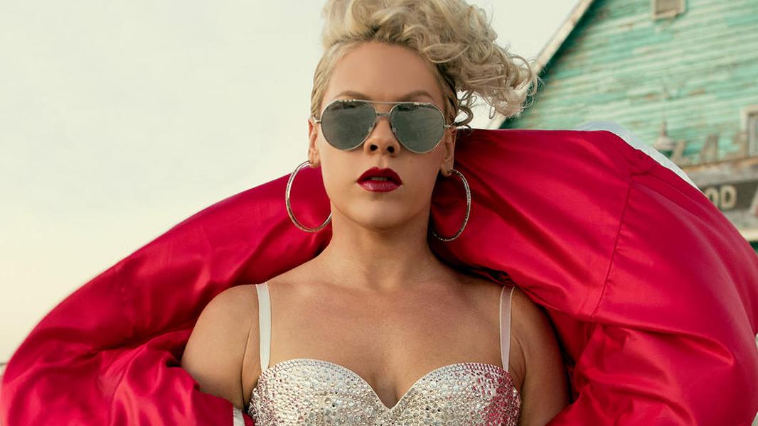 Depois de Britney Spears, Beyoncé, Kanye West e Rihanna, chegou a vez do prêmio cair nas mãos de P!nk.