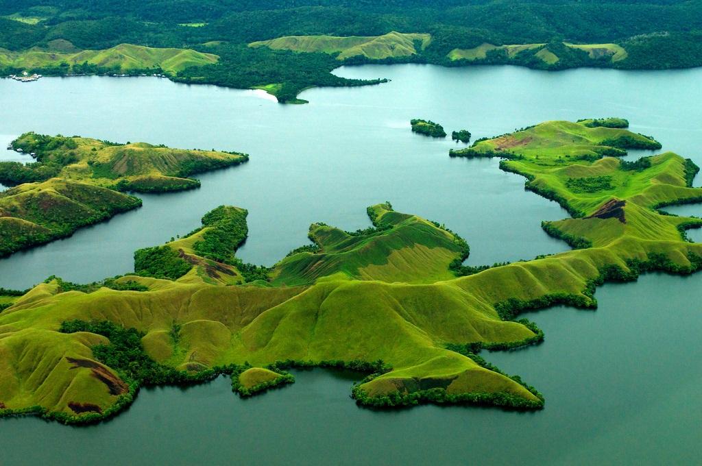 Hasil gambar untuk 3. Danau Sentani