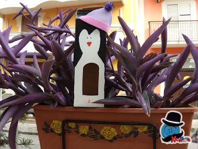 pinguino mangiatoia per uccelli