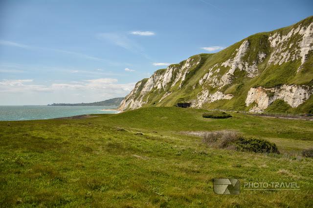 Białe klify Samphire Hoe w Anglii - atrakcje turystyczne w Dover - latarnia morska