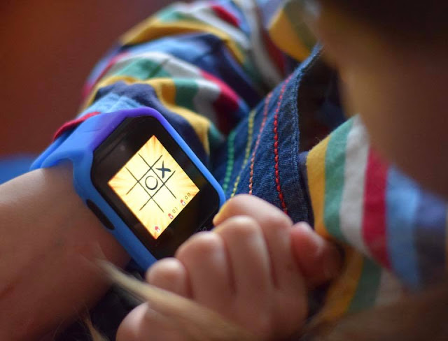 playing tic tac toe on Kurio watch 2.0 - games
