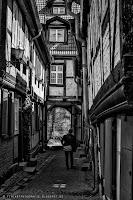 http://fineartfotografie.blogspot.de/2014/05/welche-kamera-ist-fur-street.html