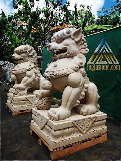 Patung foo dog  dari batu alam paras jogja, batu putih
