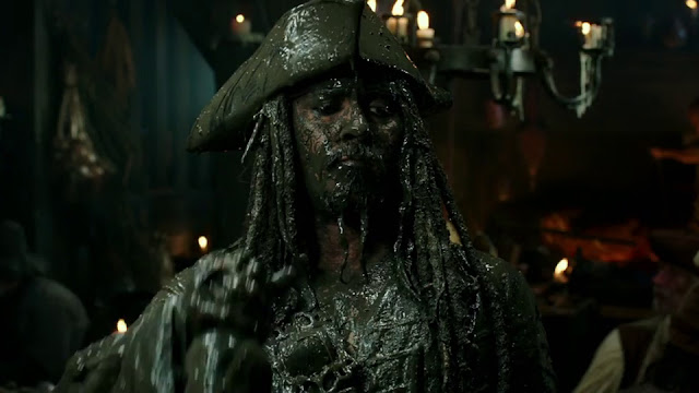 Jack Sparrow (Johnny Depp) dans Pirates des Caraïbes : La vengeance de Salazar