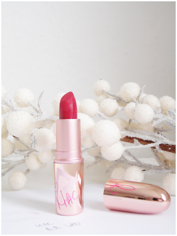 beauty essentials | mac riri woo lipstick | more details on my blog http://junegold.blogspot.de | life & style diary from hamburg | #beauty #mac #maccosmetics #lipstick #lips #ririwoo