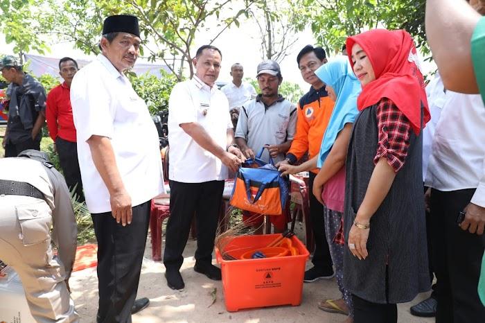 Plt Bupati Lamsel  Sambangi Rumah Pranoto dan Beri Bantuan,Terkena Musibah Puting Beliung Di Jati Agung Lamsel.