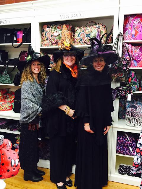 Brujas comprando - post halloween