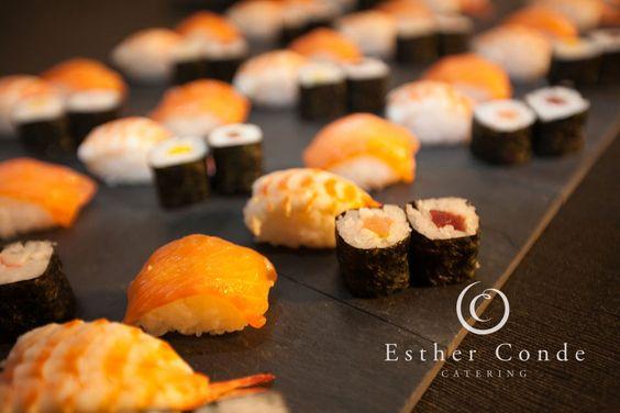 Buffet japonés para una boda tipo coctel - Foto: Esther Conde