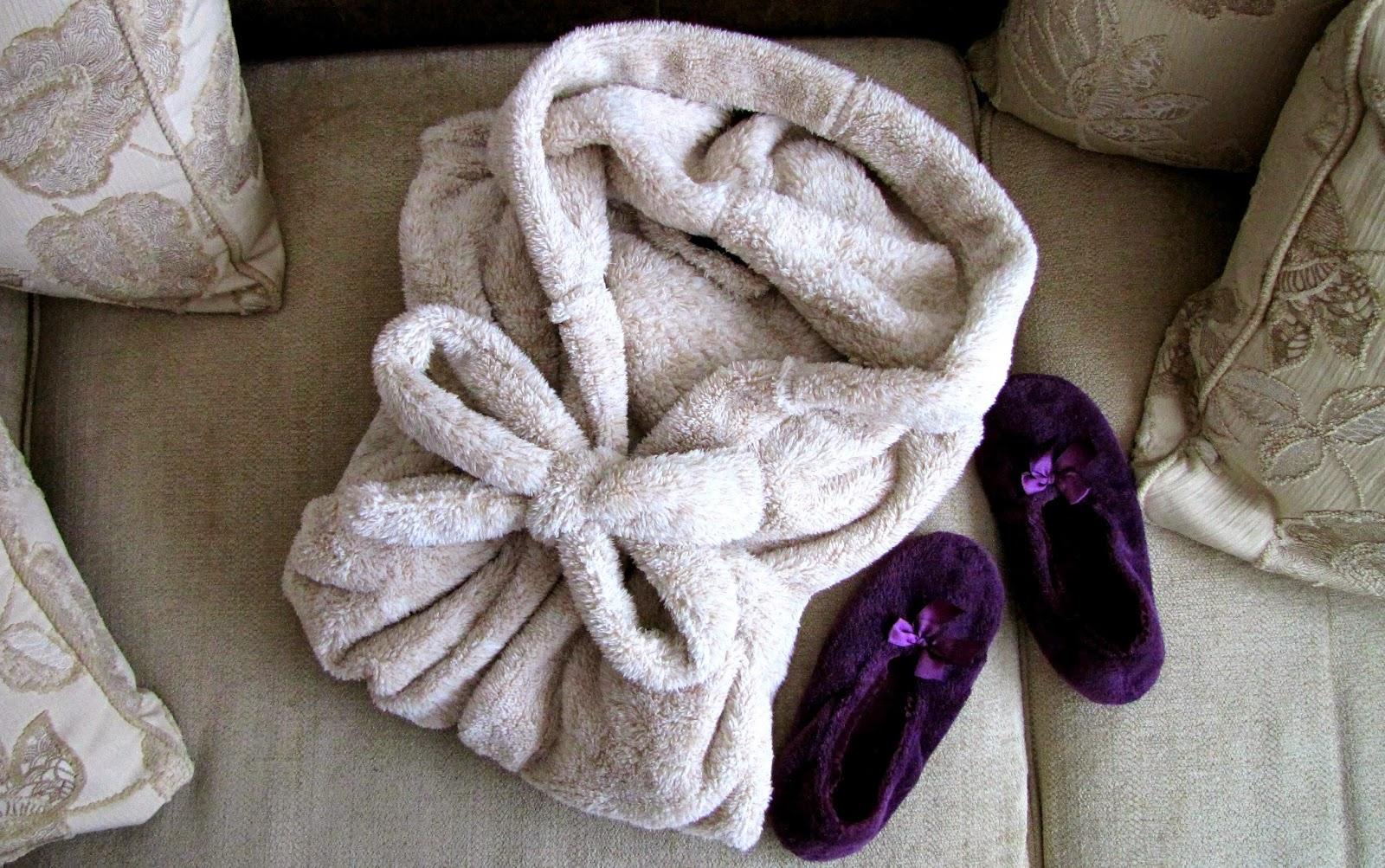 d5eea82d3ff Õnneks võeti mind kuulda ja sain imepehme beežika hommikumantli omanikuks.  Nüüdsest on see minu vaieldamatult lemmik riideese! :D Armsad lillad  sussikesed ...
