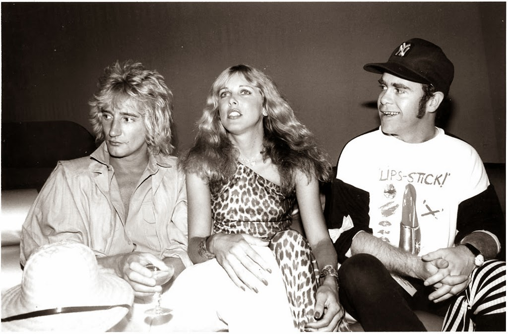http://www.dailymail.co.uk/news/article-2263800/The-crazy-antics-Studio-54-revealed--pictures-just-stars-got-legendary-New-York-nightclub.html