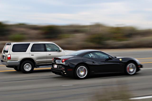 Tips aman saat menyalip mobil atau kendaraan besar