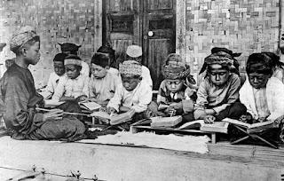 http://www.daftarpustaka.web.id/2016/07/sejarah-perkembangan-islam-di-indonesia.html