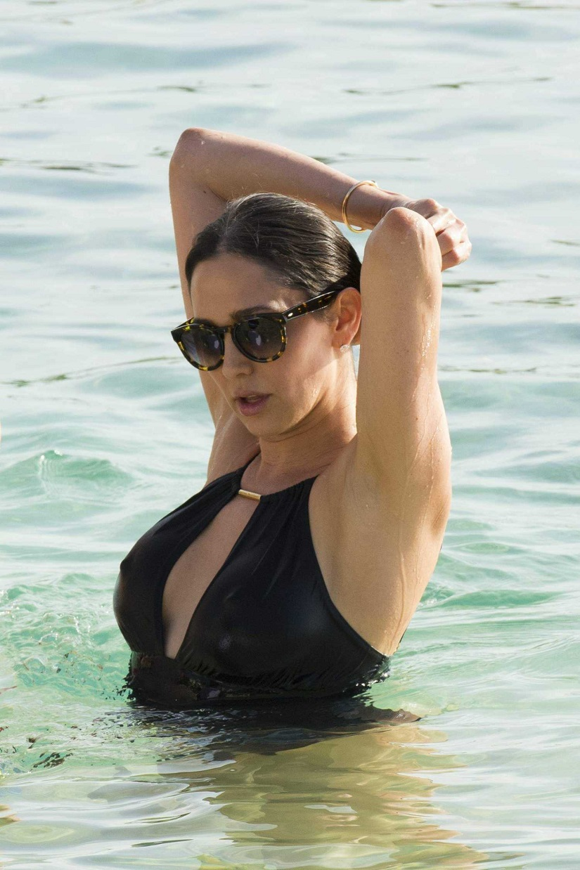 Lauren Silverman flaunts curves on Barbados beach