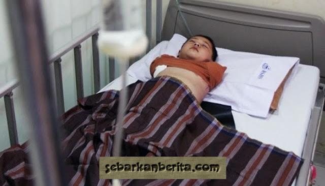 Mengharukan Seorang Bocah Kehilangan Kedua Tangannya Setelah Tergilas Mesin Di Garut, Jawa Barat.