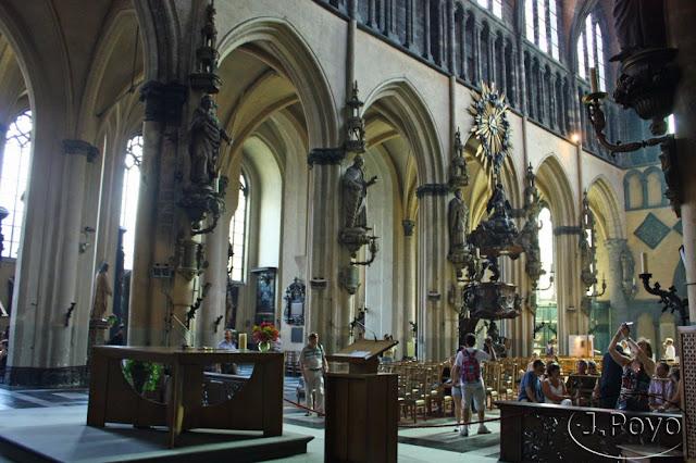 Interior de la Iglesia de Nuestra Señora de Brujas