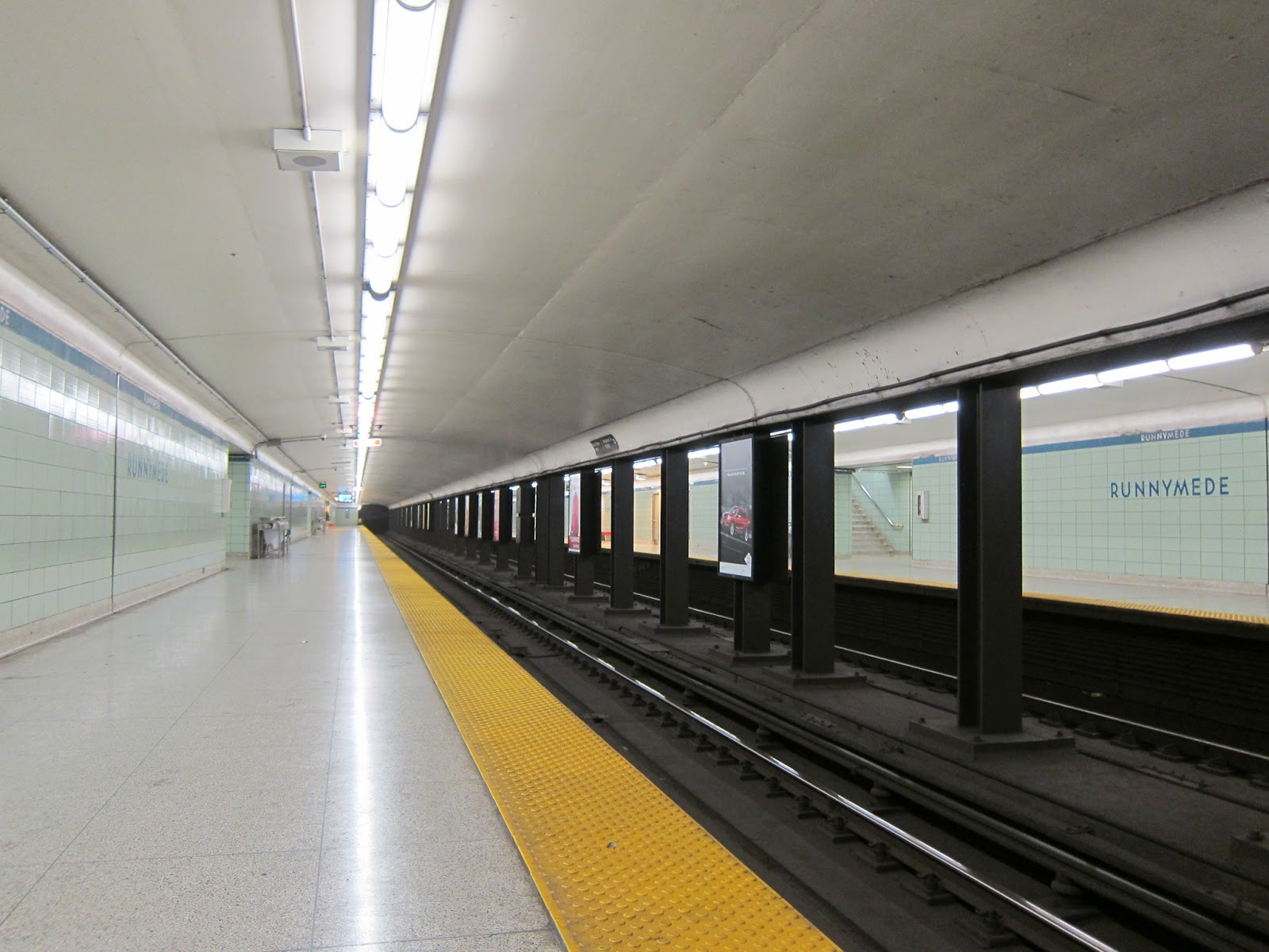 Runnymede subway station platform - longitudinal view