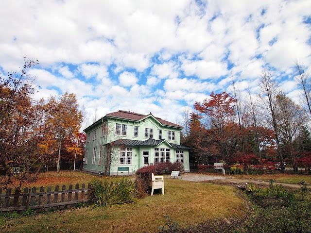 塩沢湖畔 深沢紅子野の花美術館 旧・軽井沢郵便局舎