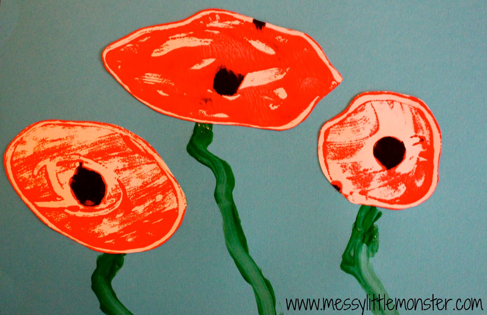 Simple poppy craft for kids for remembrance day. Easy art techniques - mono printing. Great for toddlers and preschoolers.