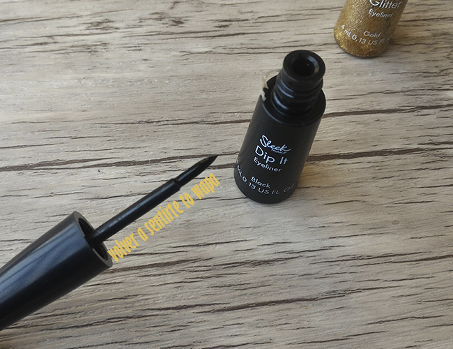 Dip It Eyeliner Black de Sleek