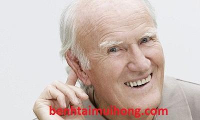 Người già mắc bệnh rách màng nhĩ có bị điếc không