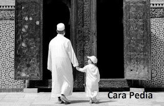 Orang tua yang baik mengajak anak mengenal Allah