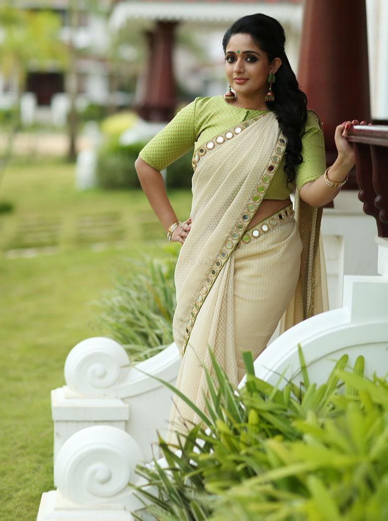 Karthika Nair Hot Navel In Saree Kavya Madhavan l...