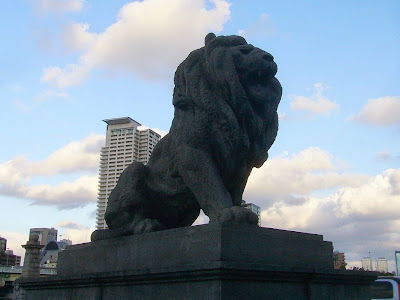 難波橋 南詰 高欄の獅子 阿形像