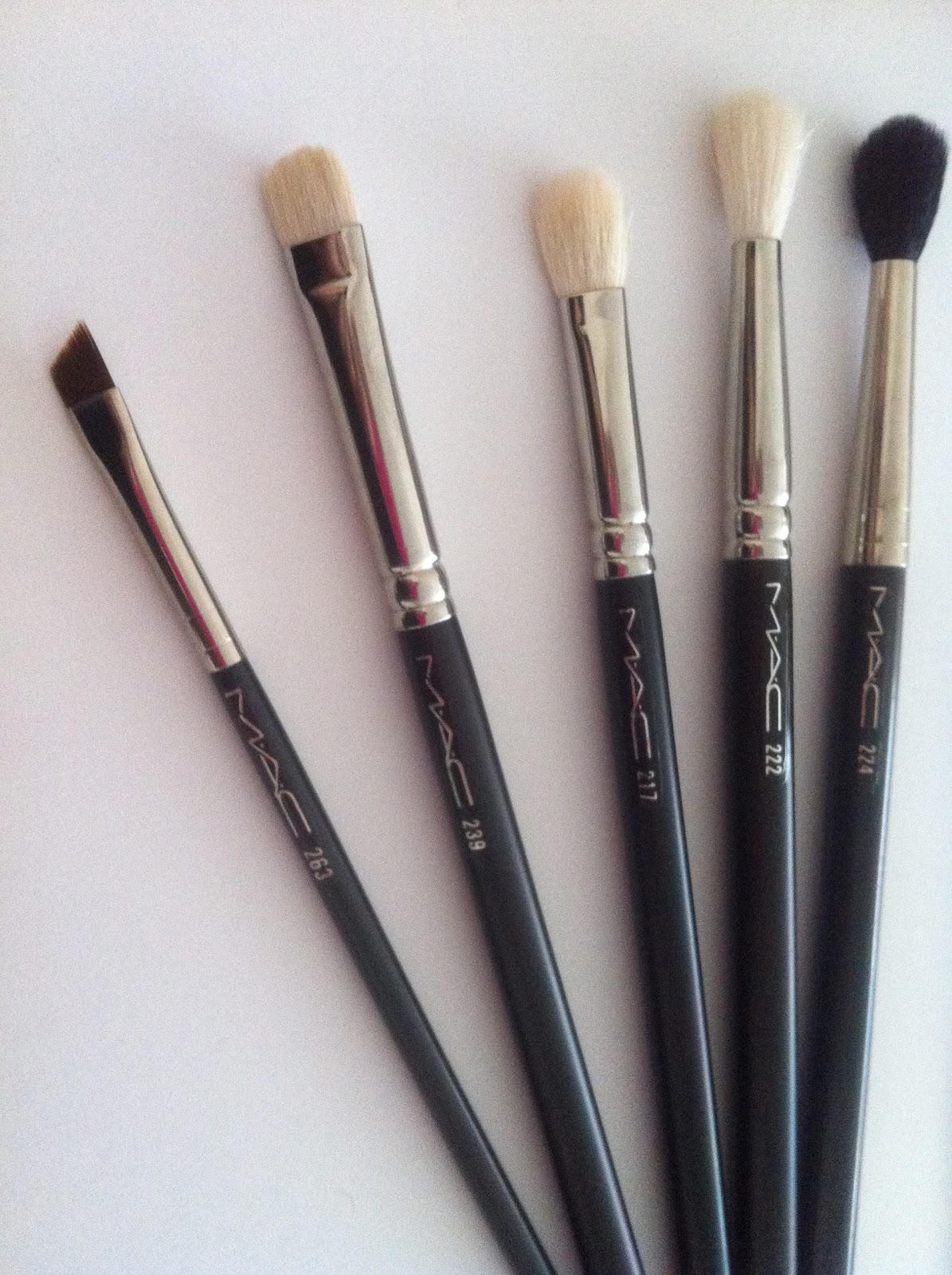 DanielleLoveMakeup: My Top 5 MAC Eye Brushes For Beginners