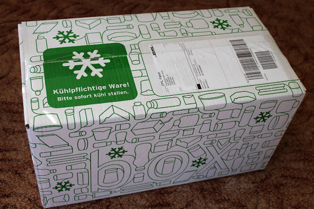 In dieser Verpackung wurde die Brandnooz Cool Box angeliefert. Auch gleich mit dem Hinweis der kühlpflichtigen Waren.