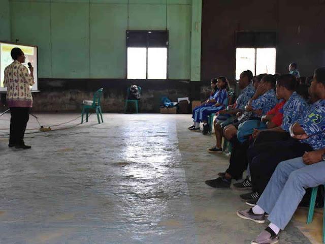 Satgas TMMD Gelar Sosialisasi Kesehatan Reproduksi Remaja di Boven Digoel