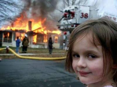 witzige Bilder - böse Kinder legen Feuer