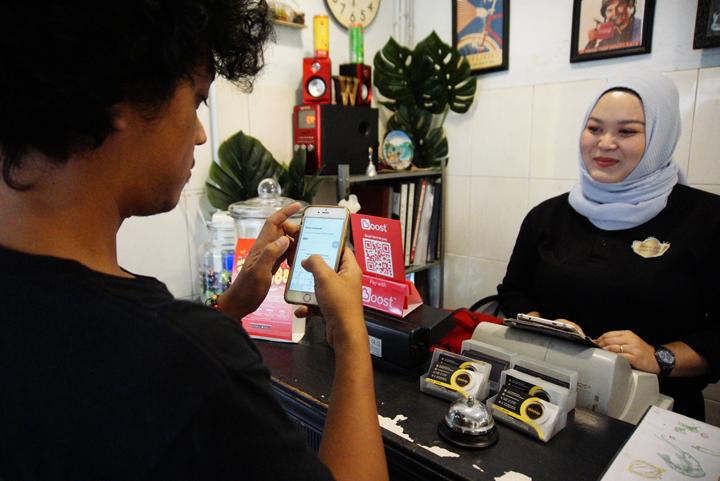 Boost aplikasi pembayaran tanpa tunai makan di Ipoh