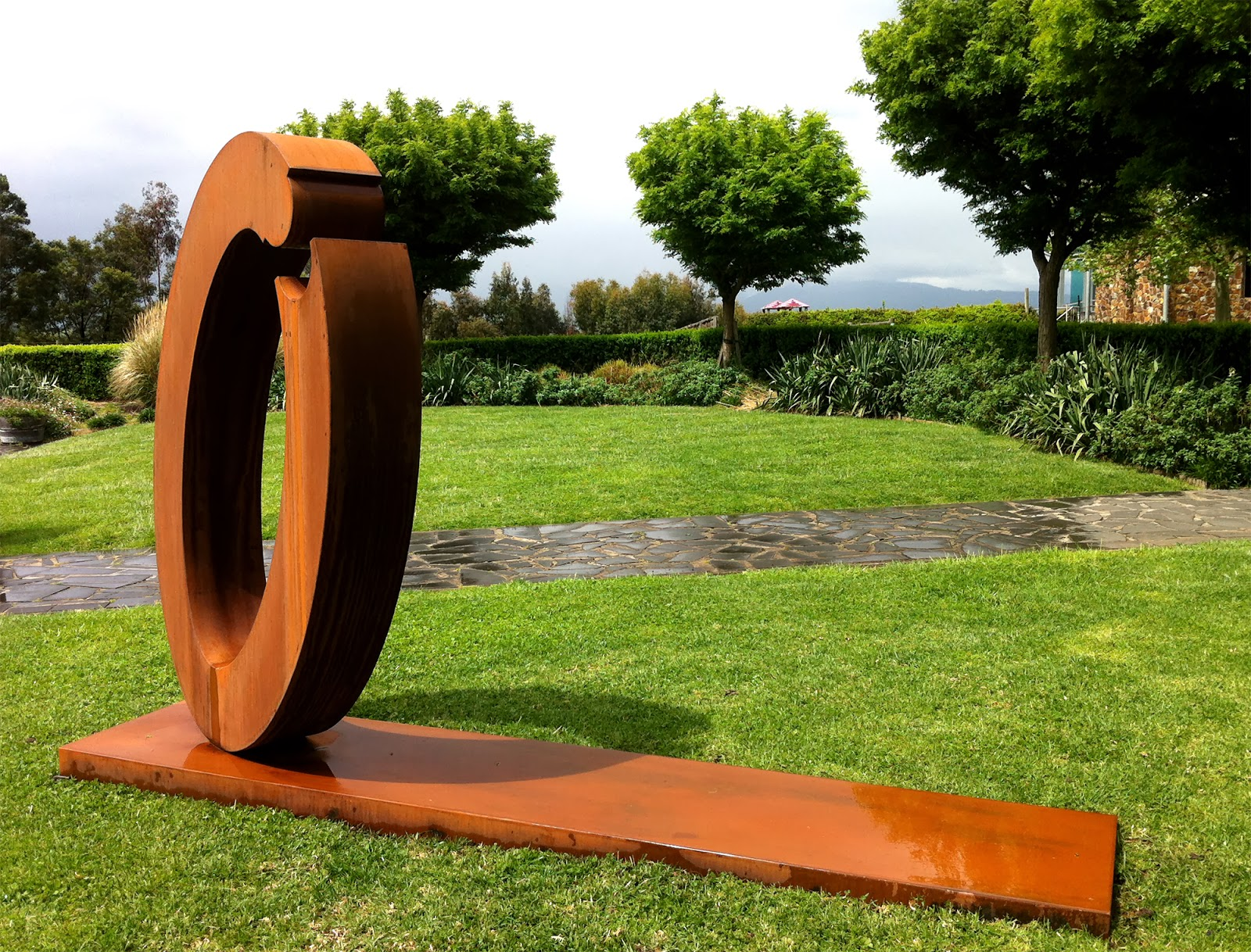 Lump sculpture studio specialising in corten steel ring - Decoration de jardin statue ...