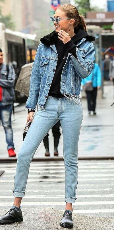denim on denim winter outfit / jacket + jeans + boots + black sweatshirt