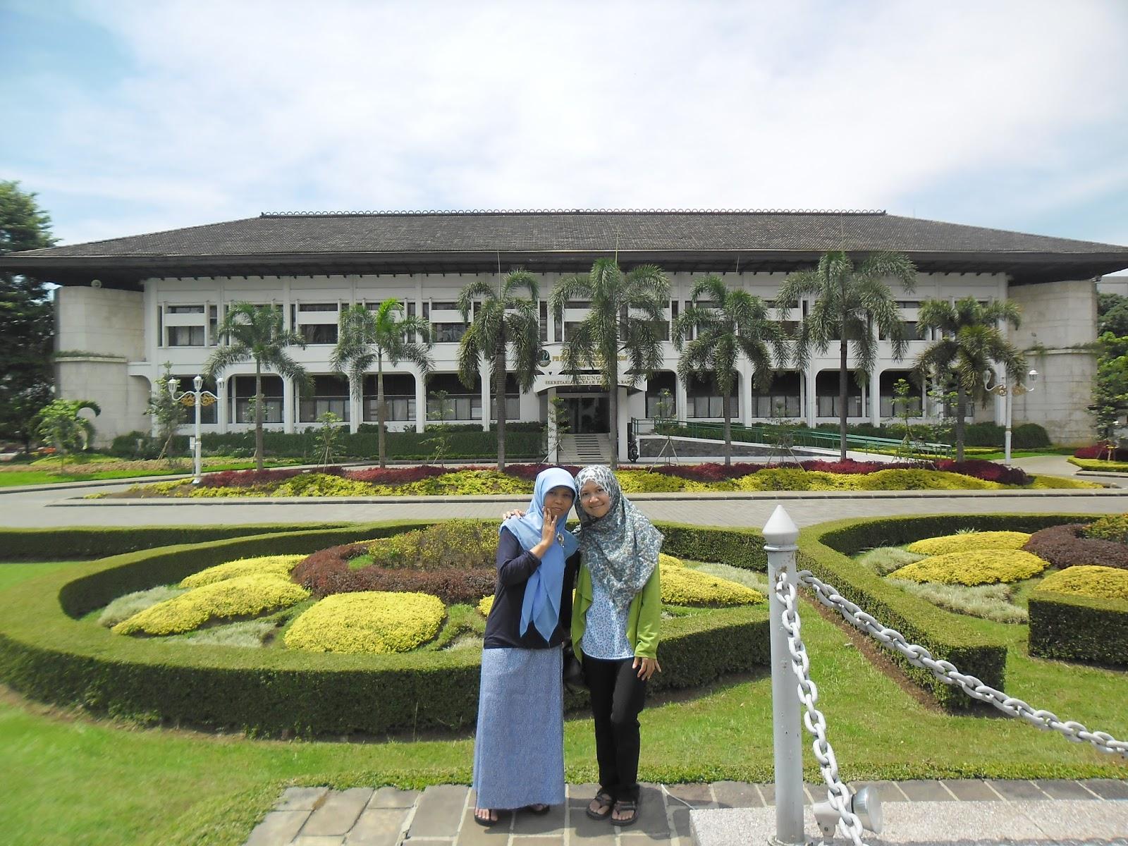Jalan-jalan Berkunjung ke 2 Icon Kota Bandung