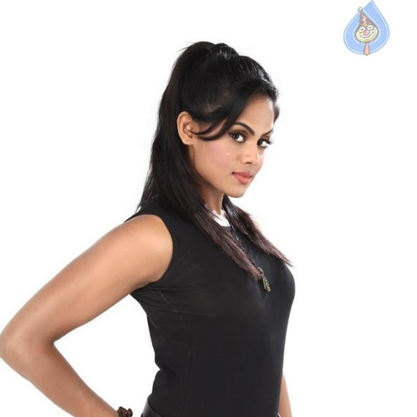 Karthika latest hot stills from Purampokku Engira Podhuvudamai Tamil movie