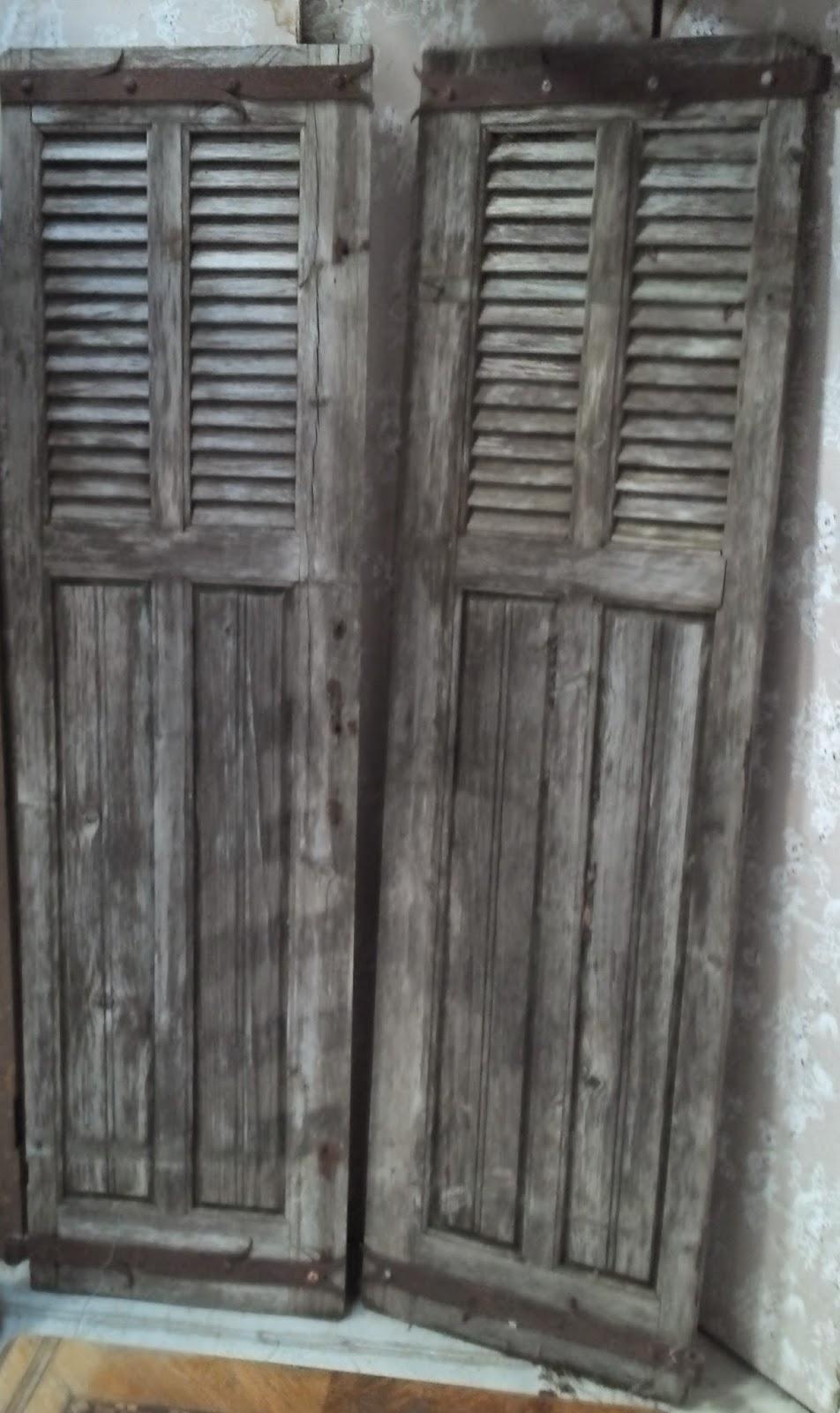 volets anciens a persiennes belle patine naturelle mat riaux de. Black Bedroom Furniture Sets. Home Design Ideas