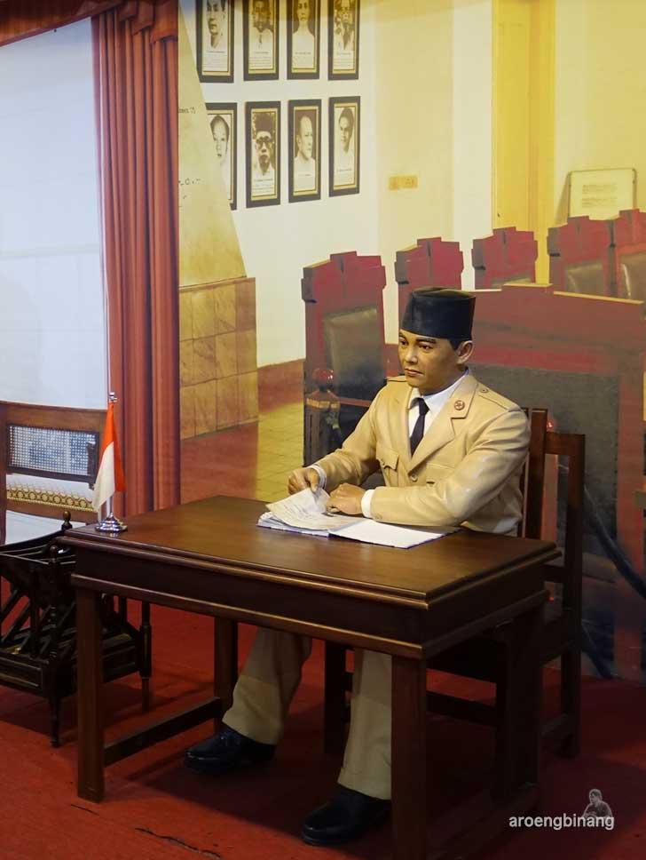 Ir Soekarno de arca statue art museum yogyakarta