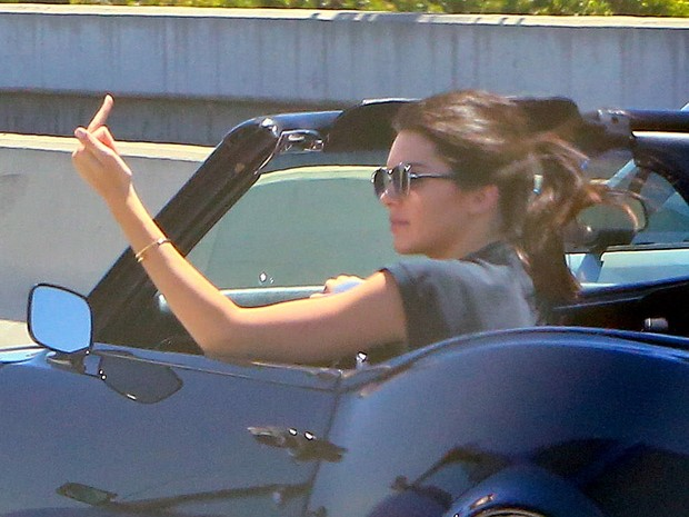 Kendall Jenner gets angry in traffic and makes obscene gesture