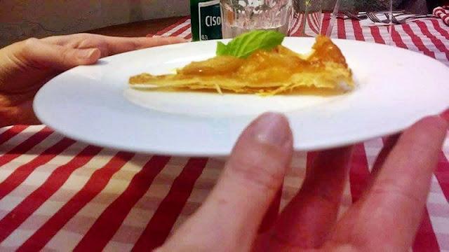 Tarte tatin czyli karmelizowane jabłuszka z sosem angielskim w Bistro la cocotte