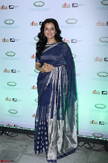 Dia Mirza in Sizzling Designer Saree at THE OLIVE CROWN AWARDS 2017 09.jpg