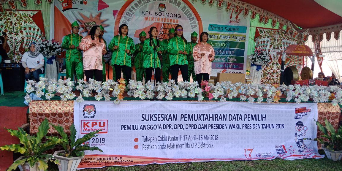 KPU Bolmong Gelar Seni Budaya di Kecamatan Dumoga Tengah